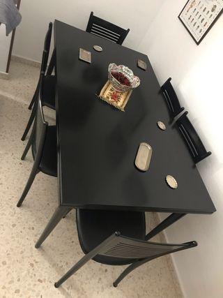 Mesa comedor extensible madera con 6 sillas.
