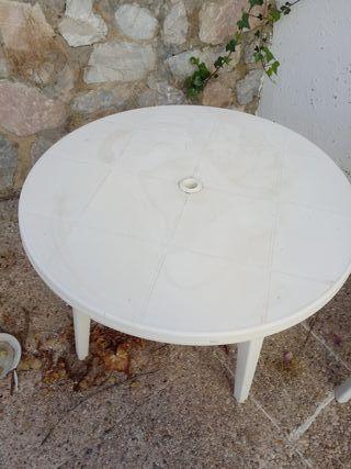 Conjunto mesa y 2 sillas plastico para jardín