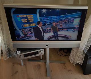 TV Loewe de 40 pulgadas con pie giratorio de 45°