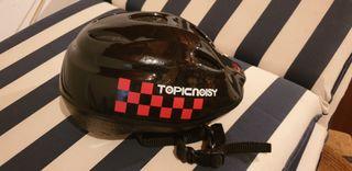 casco de bicicleta de niño. adaptable con belcro