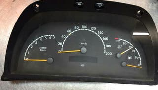 velocimetro y equipo multimedia Mercedes