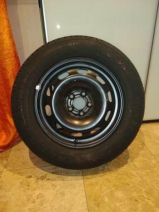 neumático nuevo a estrenar