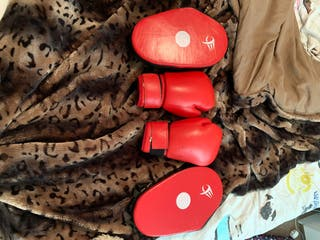 Boxing gloves and mitts