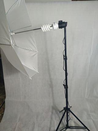Foco con paraguas para fotografía