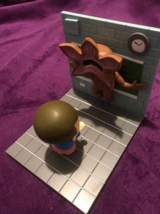 Diorama stranger things Eleven vs Demogorgon