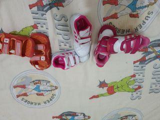 hola vendo bambas 22 23 y sandalias 23 marcas adid