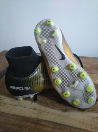 Botas futbol Nike de niño