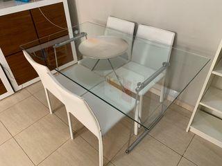 Mesa de cristal y 4 sillas