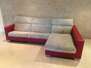 Se vende sofá tres plazas con chaise longe