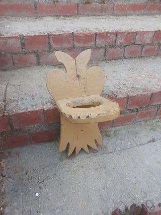soporte de madera antiguo para poner jarra de agua