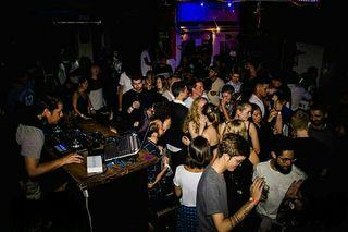 BUSCAS DJ PROFECIONAL PARA TU DISCOTECA EN PALMA?