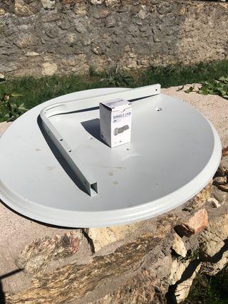 Antena parabólica. Nueva. Soporte y receptor LNB
