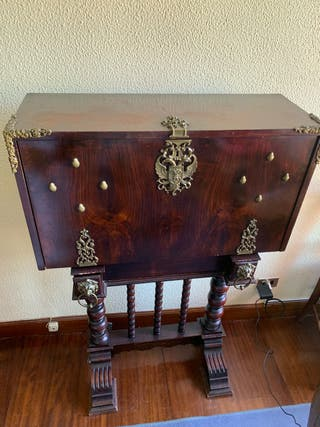 Mueble bargueño antiguo