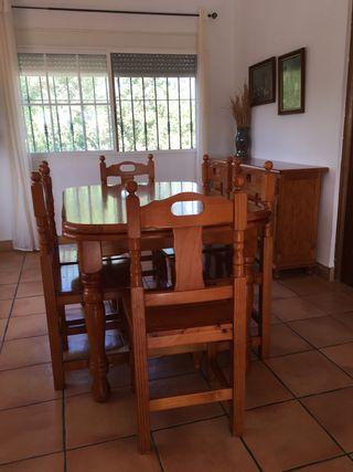 Mobiliario Salón comedor de madera de pino