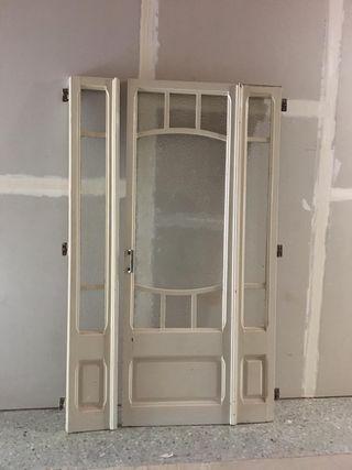 Puerta cristalera antigua de madera
