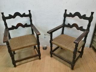 Butacas con brazos y asientos de cordel
