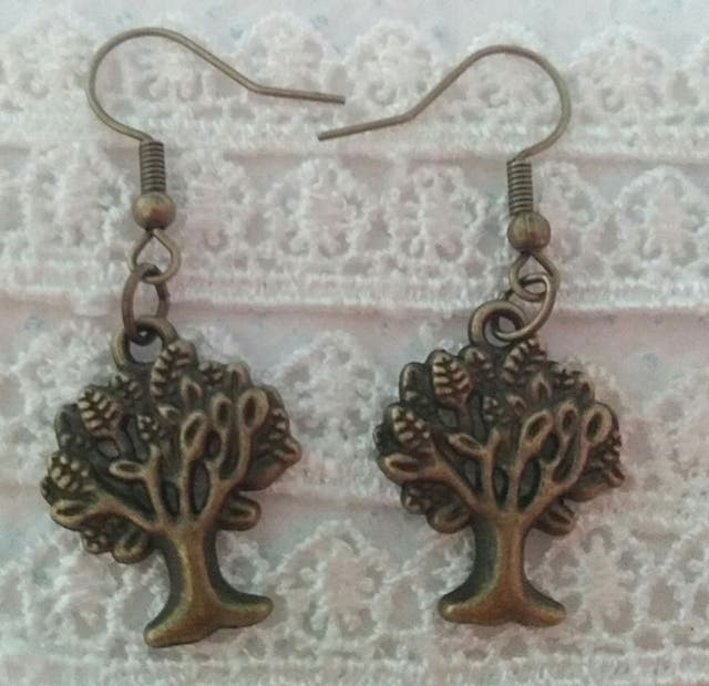 Vintage style pierced earrings