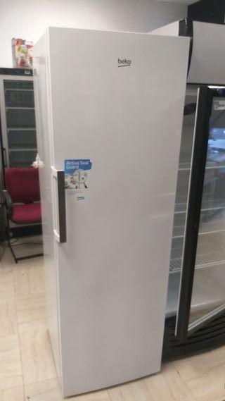 congelador semi nueva beko