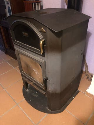 Estufa de leña con horno. Marca BRONPI
