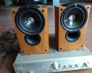 Altavoces marca Kef y amplificador marca Tec