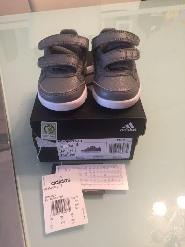 Paquete o empaquetar Punto de exclamación ángel  Zapatillas Adidas bebé niño 19 de segunda mano por 15 € en Mérida en  WALLAPOP