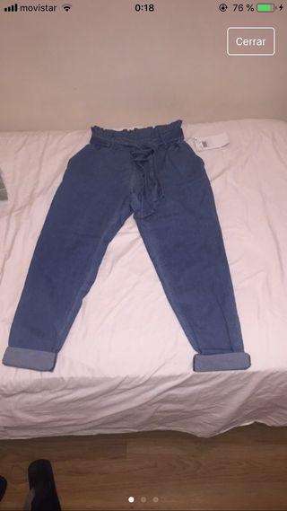 Pantalón con etiqueta