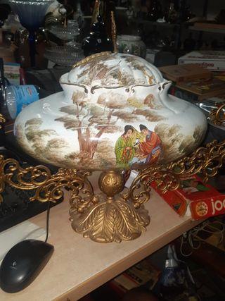 Sopera de cerámica con base de Latón