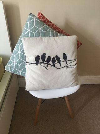 Cushions different colours 30x30 cm.
