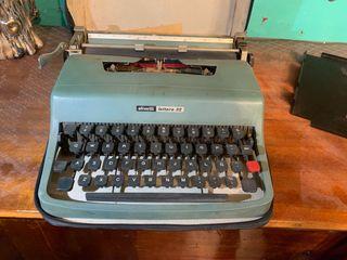 Máquina de escribir Olivetti lettera32