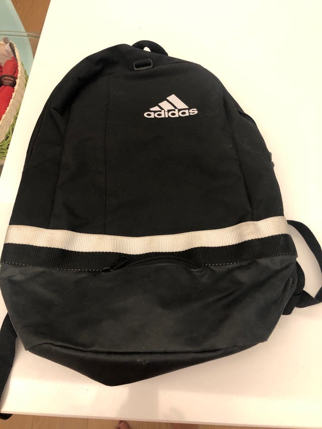 Mochila Adidas.