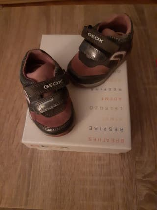 Zapatillas bebé niña geox número 18 de segunda mano por 5