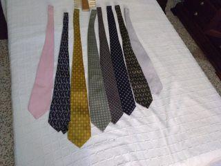 Corbatas de muchos colores y de tejido en seda