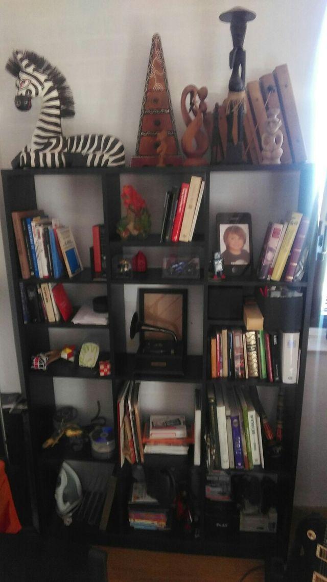 estantería, librería.