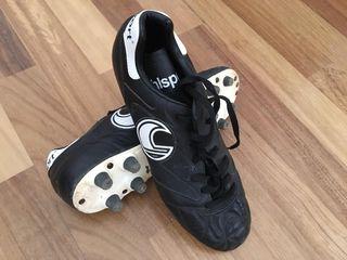 Botas de fútbol profesional número 40