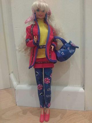 Barbie Benetton con complementos