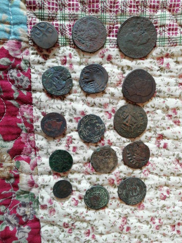 15 monedas medievales sin clasificar