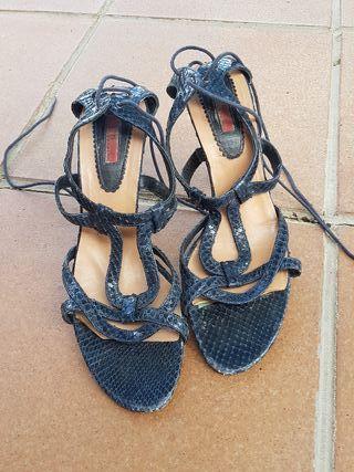 Vertiginosa sandalia de Carolina Herrera 40