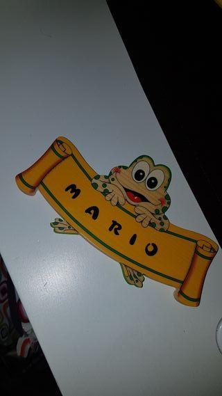 marco de madera con nombre Mario letras
