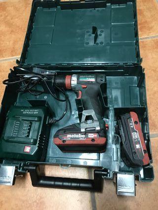 Taladradora atornilladora de bateria