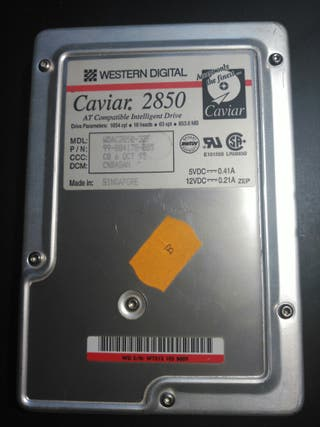 Disco Duro Western Digital 853,6 MB año 1995
