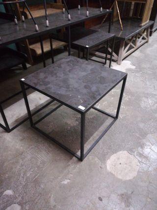 mesa de centro de metal y símil mármol
