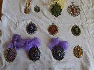 medallas de la virgen del Pilar.