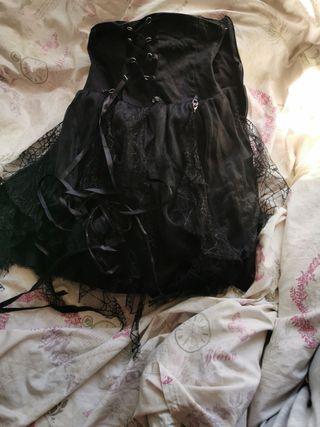Falda estilo gótico, encorsetada.