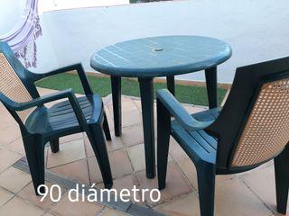 Mesa de jardín y 2 sillas