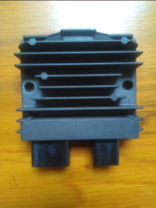 Regulador corriente moto Honda. CBR600, CB