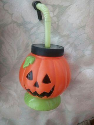taza con forma de calabaza de Halloween.