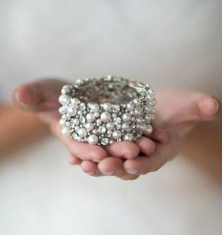 Pulsera de novia ,joya invitada color plata