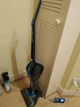 Black and Decker SVJ 520 BFS Cordless Vacuum