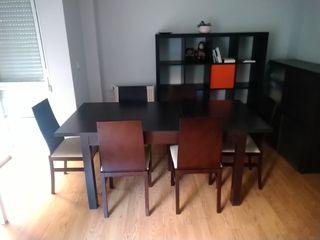 Mesa de comedor extensible con seis sillas