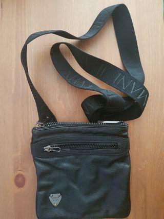 Bolso bandolera Armani, color negro. 100% ORIGINAL